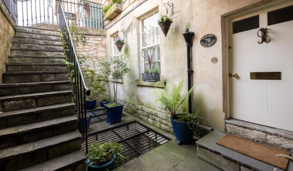 Three-bedroom maisonette in Bath