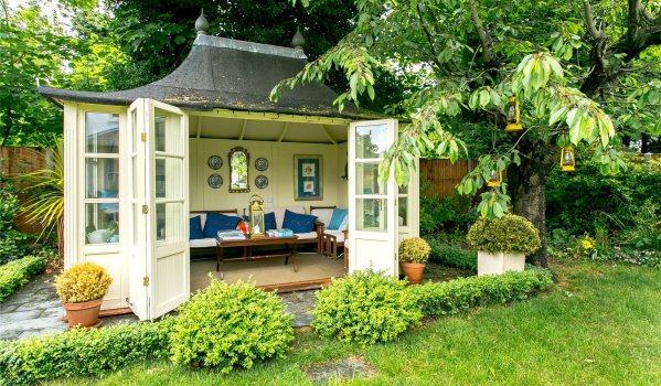 Elegant summerhouse in south London