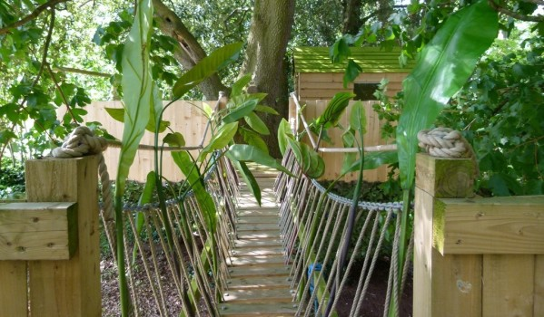 Treehouse with rope bridge in Matford