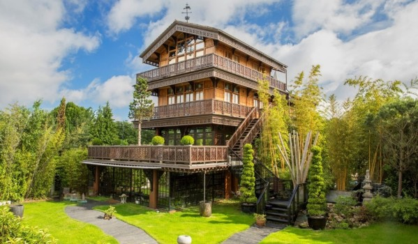 Lavish chalet in East Molesey