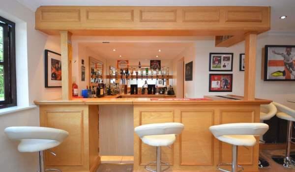 Oak bar in a family home in Hornchurch, Essex