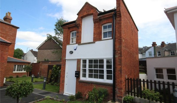 Modernised detached house in Bushey