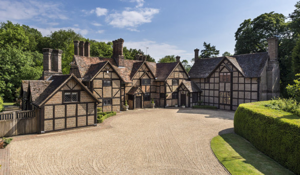 Grade II-listed manor house in Surrey