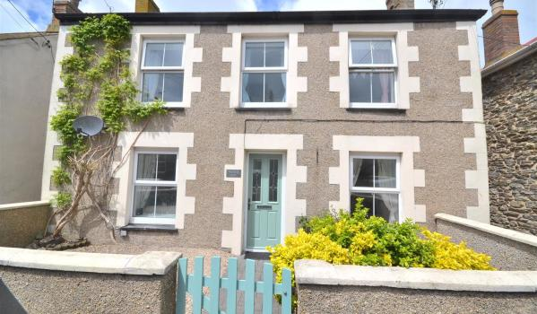 Four-bedroom detached house in Porthleven