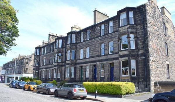 Three-bedroom flat in Edinburgh