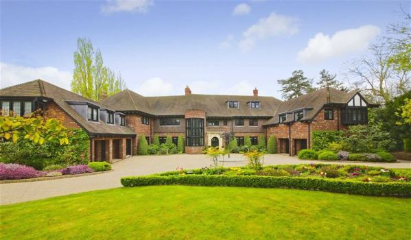 Enormous mansion in Totteridge