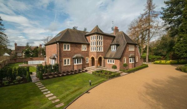 Six-bedroom detached house in Altrincham