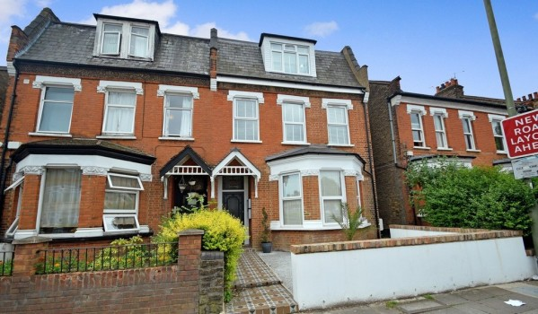 One-bedroom flat in North Finchley