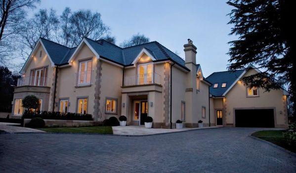 Five-bedroom mansion in Prestbury