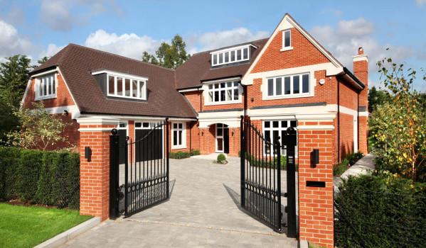 Five-bedroom mansion in Oxshott Way Estate