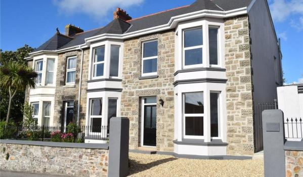Four-bedroom end-of-terrace in Redruth, Cornwall