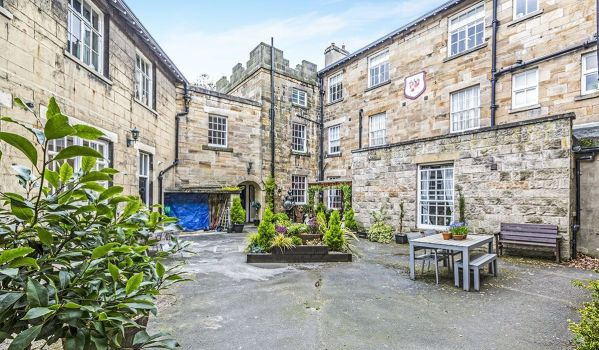 Two-bedroom flat in Stanhope Castle