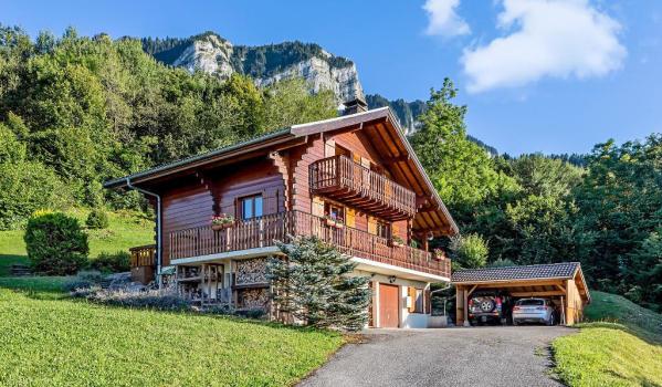 Five-bedroom chalet in Thollon-Les-Memises with Lake Geneva views