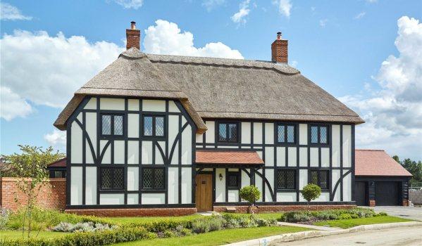 New-build five-bedroom detached house in Badsey