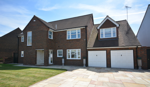 Five-bedroom detached house in Hornchurch