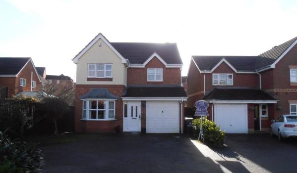Four-bedroom detached house in Norton Park