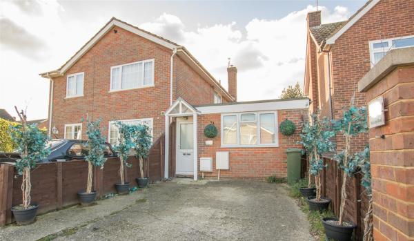 One-bedroom semi-detached bungalow in Aylesbury