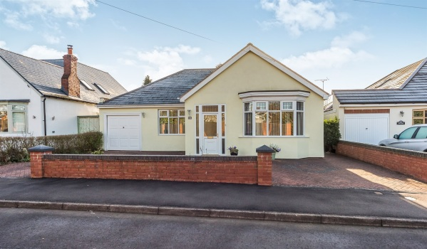 Three-bedroom detached bungalow in Hagley
