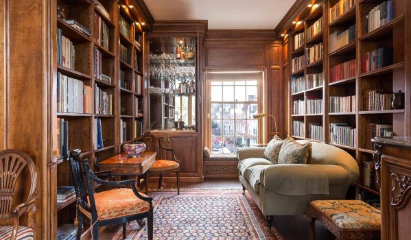 Traditional library in a two-bedroom end terrace house in Chelsea