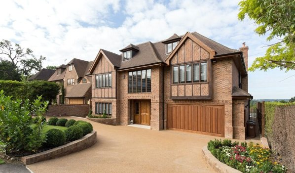 Five-bedroom detached house in Bushey Heath