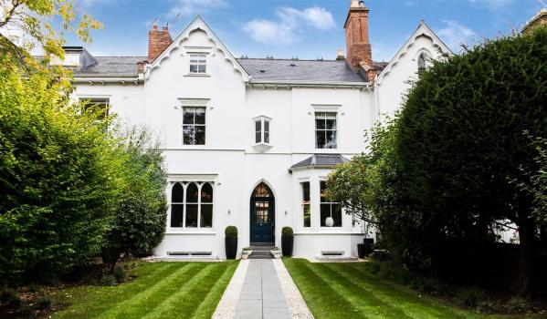 Five-bedroom town house in Leamington Spa