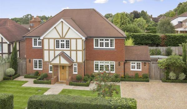 Four-bedroom detached house in Banstead