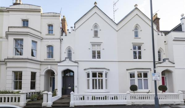 Four-bedroom terraced house in Leamington Spa