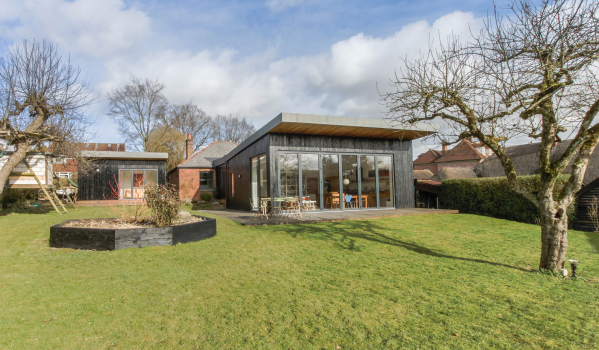 Unsuspecting 1920's bungalow in Ibthorpe with modern extension