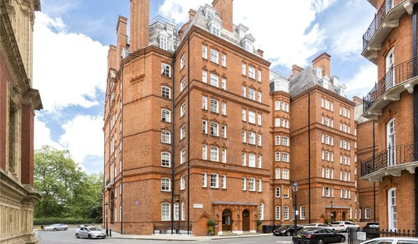 Flat in Albert Hall Mansions