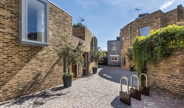Modern mews house in London