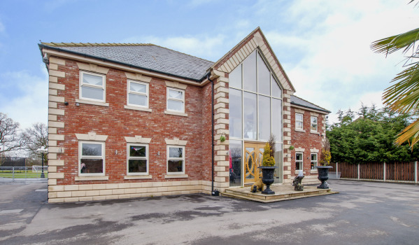Detached modern house in Moss, Doncaster