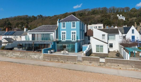Four Bedroom Beach Front House In Sandgate