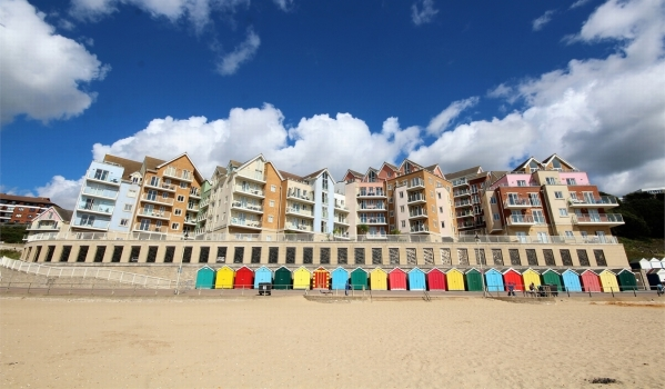 Two-bedroom flat on the seafront in Boscombe Spa