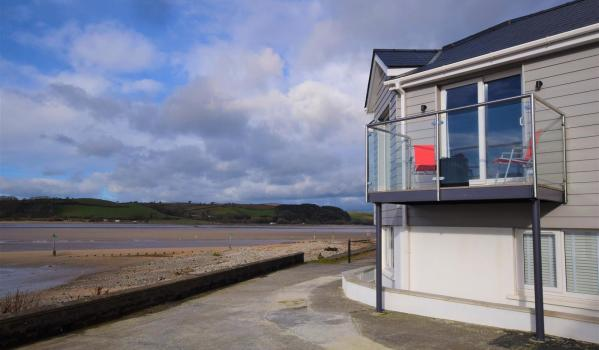 Three-bedroom waterfront terraced house in Ferryside