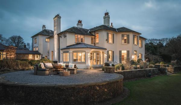 11-bedroom property in Stedham