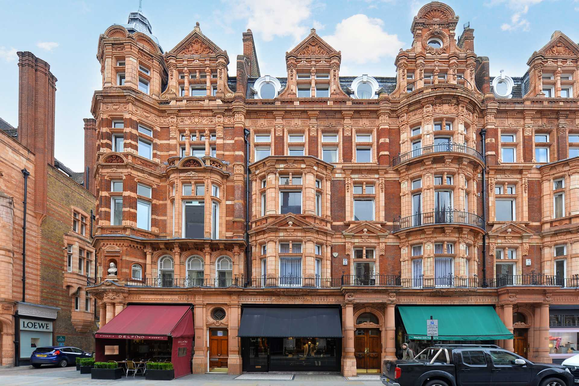Three-bedroom flat for sale in Mayfair