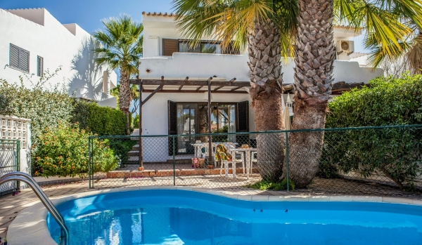 Two-bedroom semi-detached house in Vale Do Lobo
