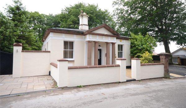 Three-bedroom detached bungalow in Calderstones