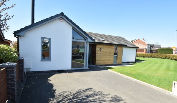 Three-bedroom detached bungalow in Unsworth