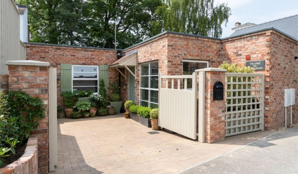 Two-bedroom semi-detached bungalow in Pittville