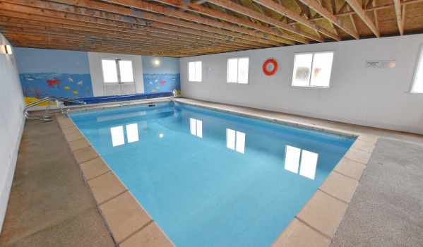 Seven-bedroom detached house with a swimming pool in Mundesley