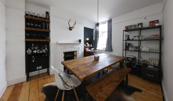 Two-bedroom flat in Canton for rent