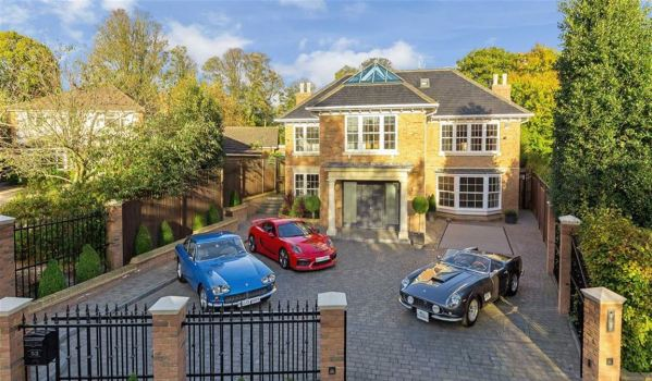 Seven-bedroom detached house in St Albans