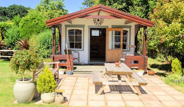 Four-bedroom detached house in Watlington with a summerhouse