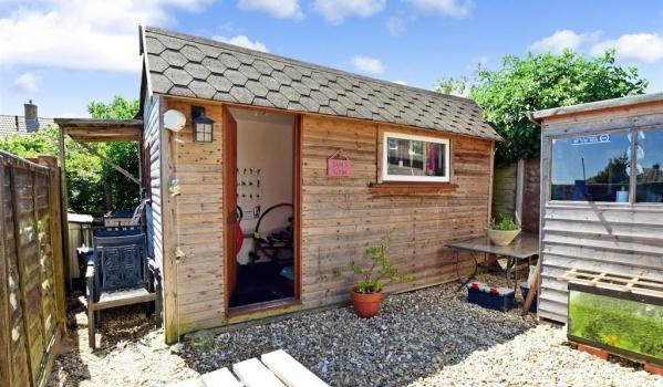 Three-bedroom terraced house in Southwick with a summerhouse
