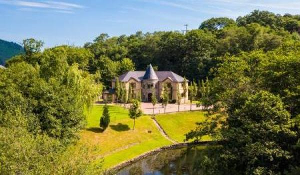 Four-bedroom property in Cwmavon