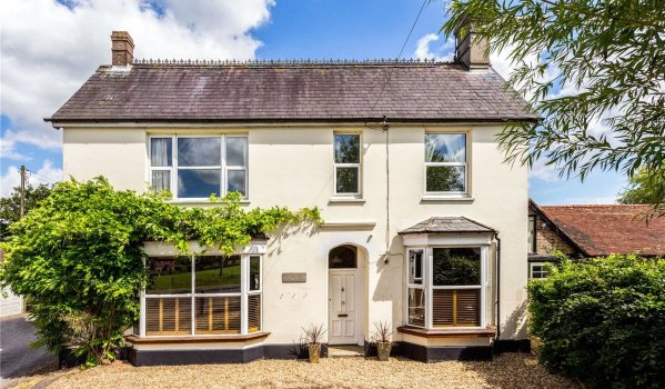 Five-bedroom detached house in Dial Post