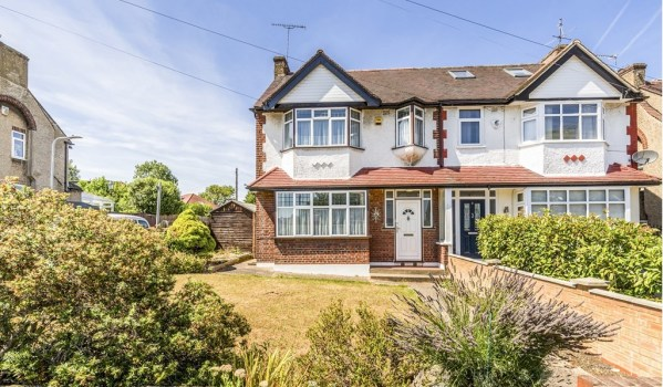 1930s house in Woodford Green in need of modernisation
