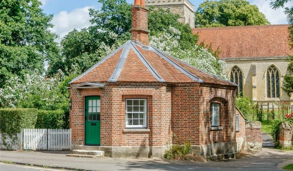 One-bedroom detached house in Dorchester On Thames