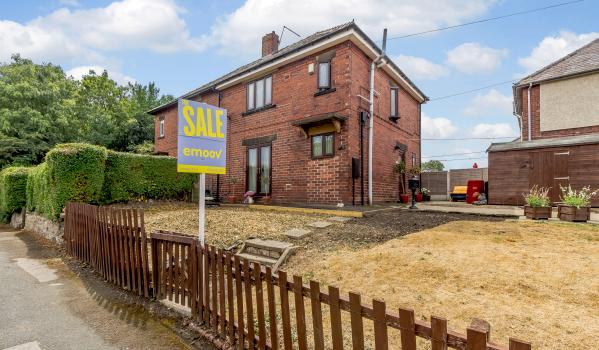 Three-bedroom semi-detached house in Barnsley